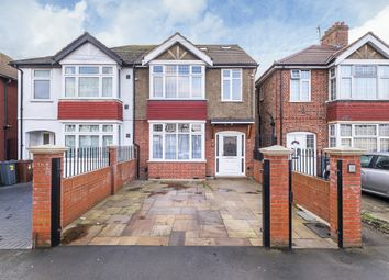 Thumbnail 5 bed flat to rent in Taunton Avenue, Hounslow