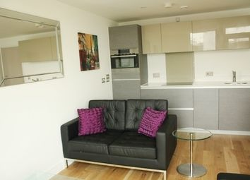 Thumbnail 1 bed flat to rent in The Arc, Islington, London
