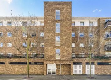 3 bed flat to rent in Narrow Street, London E14