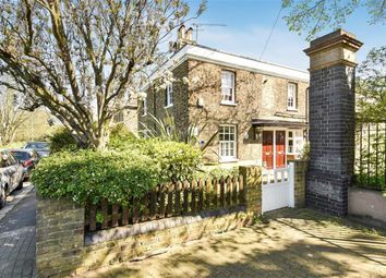 Thumbnail 2 bed flat to rent in Commondale, London