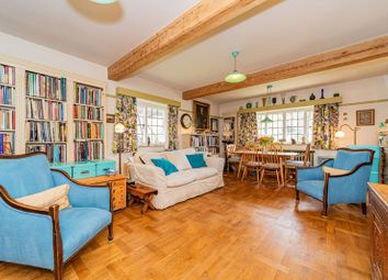 Waterlow Court, Heath Close, Hampstead Garden Suburb NW11. 2 bed flat