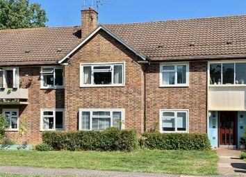 2 bed flat to rent in The Roundway, Claygate, Esher KT10