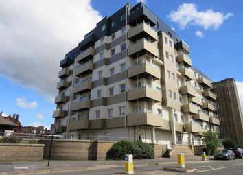 Thumbnail Flat to rent in Buckingham Gardens, Slough