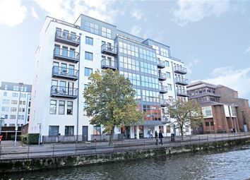 Queens Wharf, 47 Queens Road, Reading, Berkshire RG1. 3 bed flat