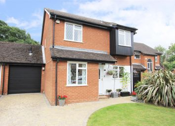 Melbourne Close, Ickenham UB10. 4 bed detached house