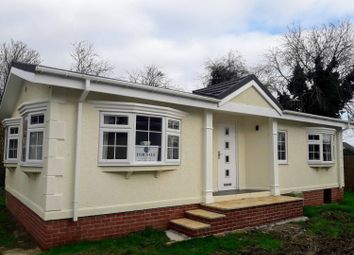 2 bed mobile/park home for sale in Queensland Park, Hawthorn Hill, Dogdyke, Lincoln LN4