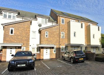 3 bed property for sale in Pyle Close, Addlestone KT15