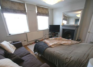 Thumbnail 1 bed flat to rent in Thornsett Road, Earlsfield