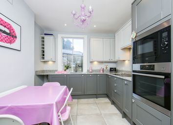 Thumbnail 2 bedroom flat for sale in New North Road, London