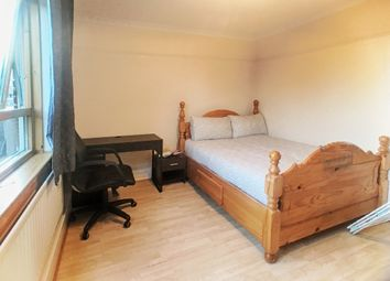 Thumbnail 3 bed flat to rent in College Place, London