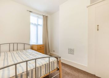 3 bed property to rent in Moffat Road, Tooting Broadway, London SW17