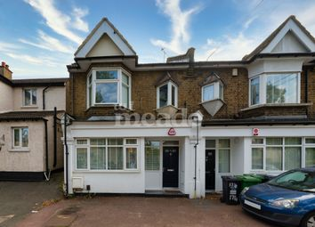 Hale End Road, Woodford Green IG8. 2 bed maisonette