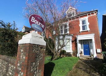 Thumbnail 2 bed flat to rent in Station Road, Petersfield