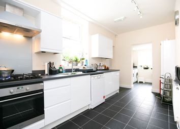 Thumbnail 6 bed flat to rent in Holly Avenue, Jesmond, Newcastle Upon Tyne