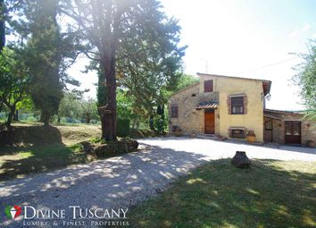 Thumbnail Country house for sale in Via San Roberto, Chiusi, Siena, Tuscany, Italy