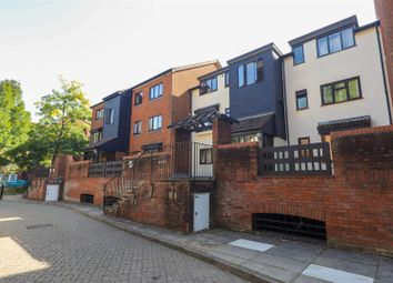Oakdene Close, Pinner HA5. 1 bed flat