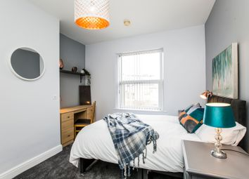 Thumbnail Room to rent in Thornhill Avenue, Huddersfield