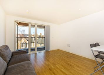 Thumbnail 1 bed flat to rent in Battersea Park Road, Battersea Park