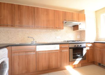 Thumbnail 2 bedroom flat to rent in Fountain Gardens, Windsor