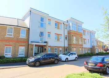 Thumbnail 2 bed flat to rent in Court Drive, Maidenhead