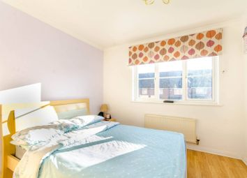 2 bed property for sale in Parklands Close IG2, Ilford,