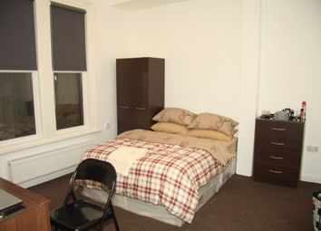 Thumbnail 3 bedroom flat to rent in Cardigan Road, Hyde Park, Leeds