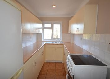 2 bed flat to rent in Holmwood Gardens, Wallington SM6
