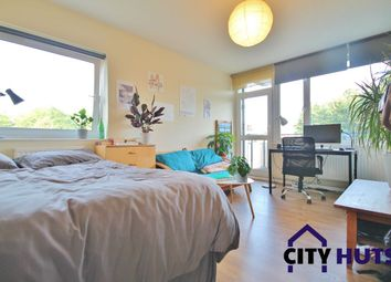 3 bed flat to rent in Highbury Quadrant, London N5