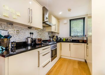2 bed flat to rent in Taymount Rise, Forest Hill, London SE23