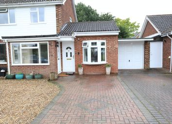 Thumbnail 1 bedroom flat to rent in Lavenham Drive, Woodley, Reading