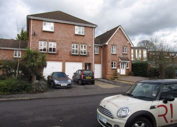 4 bed property to rent in St. Marys Way, Guildford GU2