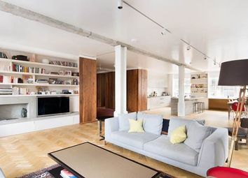 Thumbnail 2 bedroom flat for sale in Queen's Court, London
