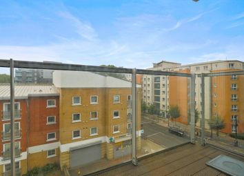 3 bed flat to rent in Little Thames Walk, London SE8