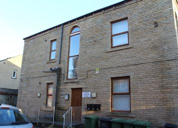 2 bed flat to rent in Cemetery Road, Heckmondwike WF16