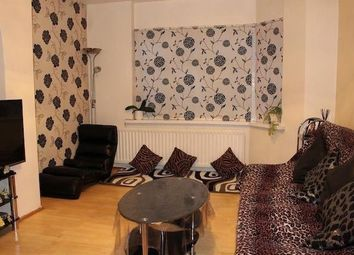 2 bed maisonette to rent in Blackberry Farm Close, Hounslow, Middlesex TW5