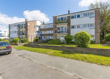1 bed flat to rent in Beechwood Drive, Woodford Green IG8