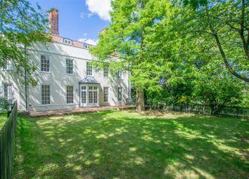 Kingsmoor House, Paringdon Road, Harlow CM19. 2 bed flat