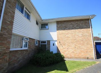 1 bed maisonette to rent in Highclere Court, Knaphill, Woking GU21