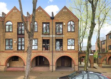 Thumbnail 2 bedroom flat for sale in Brunswick Quay, London