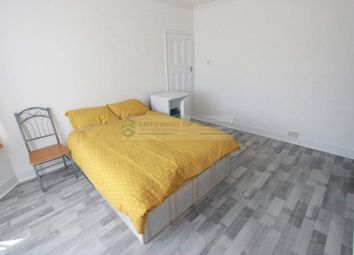 4 bed flat to rent in North Circular Road, London N13