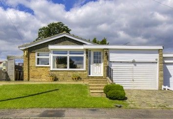 Thumbnail 2 bed detached bungalow for sale in Colesdale, Cuffley, Potters Bar