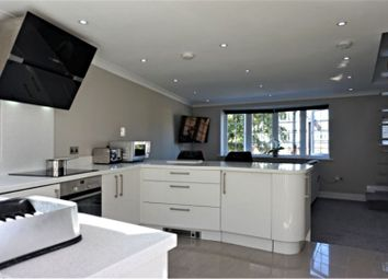 Thumbnail 2 bed flat for sale in Chesham Road, Amersham