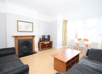 Thumbnail 3 bedroom flat to rent in Lakeside Road, London