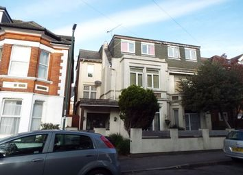 2 bed flat to rent in Cecil Road, Bournemouth BH5