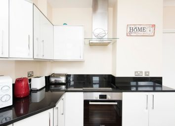 2 bed flat to rent in Stourcliffe Street, Marylebone W1H