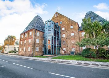 Thumbnail 1 bed flat to rent in The Maltings Clifton Road, Gravesend