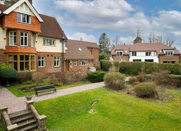 Cross Oak Road, Berkhamsted HP4. 2 bed flat for sale