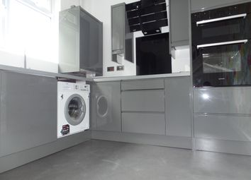 Thumbnail 1 bed flat to rent in Kingshill Avenue, Hayes
