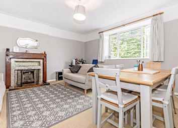 2 bed flat to rent in Avenue Crescent, London W3
