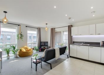 Adenmore Road, Catford, London SE6. 2 bed flat